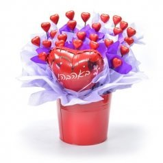 זר של לבבות שוקולד - באהבה